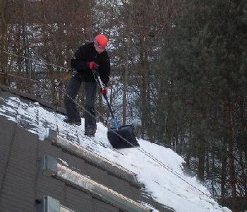 Sniega tīrīšana
